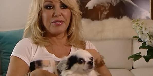 Bekende Nederlander Patricia Paay en haar Chihuahua